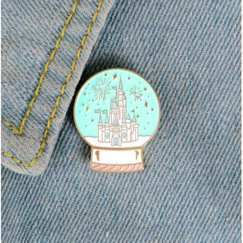 """Купить значок """"Disneyland"""" на одежду в Минске"""