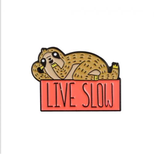 """Купить значок ленивец """"Live Slow"""" на одежду в Минске"""