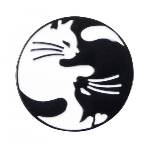 """Купить значок кошки """"Инь Янь""""  30 х 30 мм на одежду в Минске"""